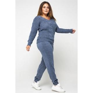 Брючный вязаный костюм джинсового цвета